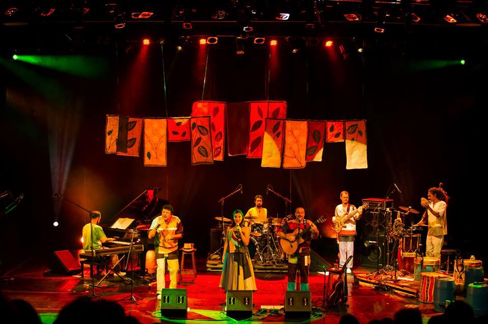 Grupo Nhambuzim - Foto retirada da fanpage deles.