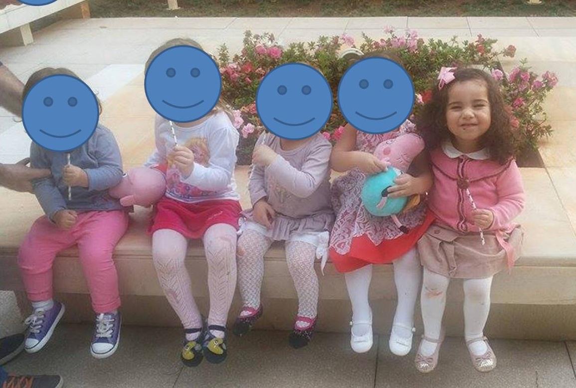 Não deu tempo de pedir autorização das mães pra publicar foto das meninas  aqui, então tampei o rosto por questão de privacidade :)