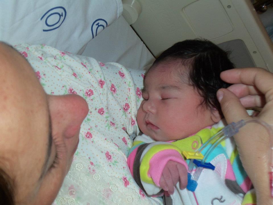 Primeira foto, primeiro momento, primeiro colo, primeiro contato, primeira mamada <3