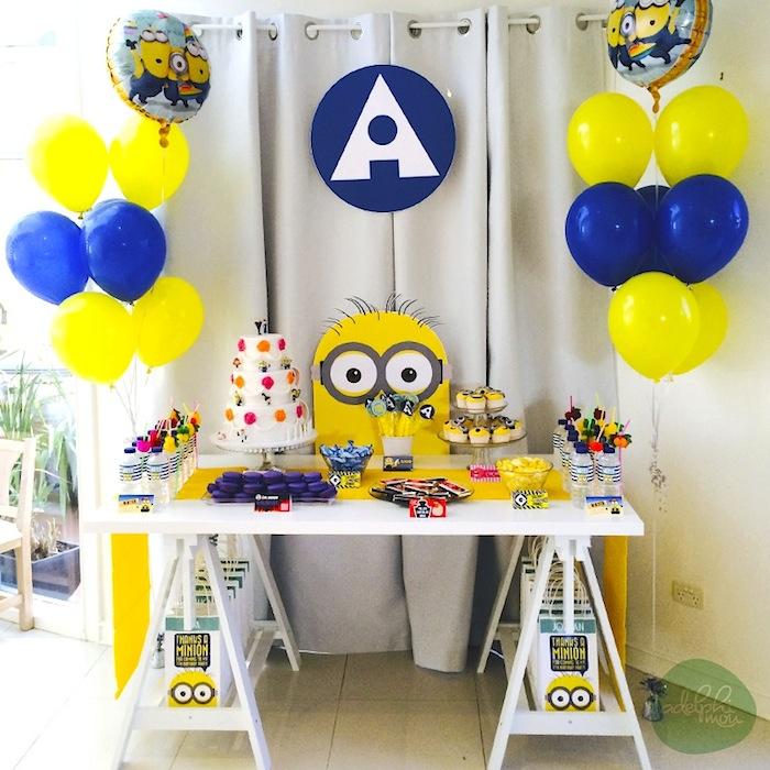 Festa Minions bexigas amarelas e azuis