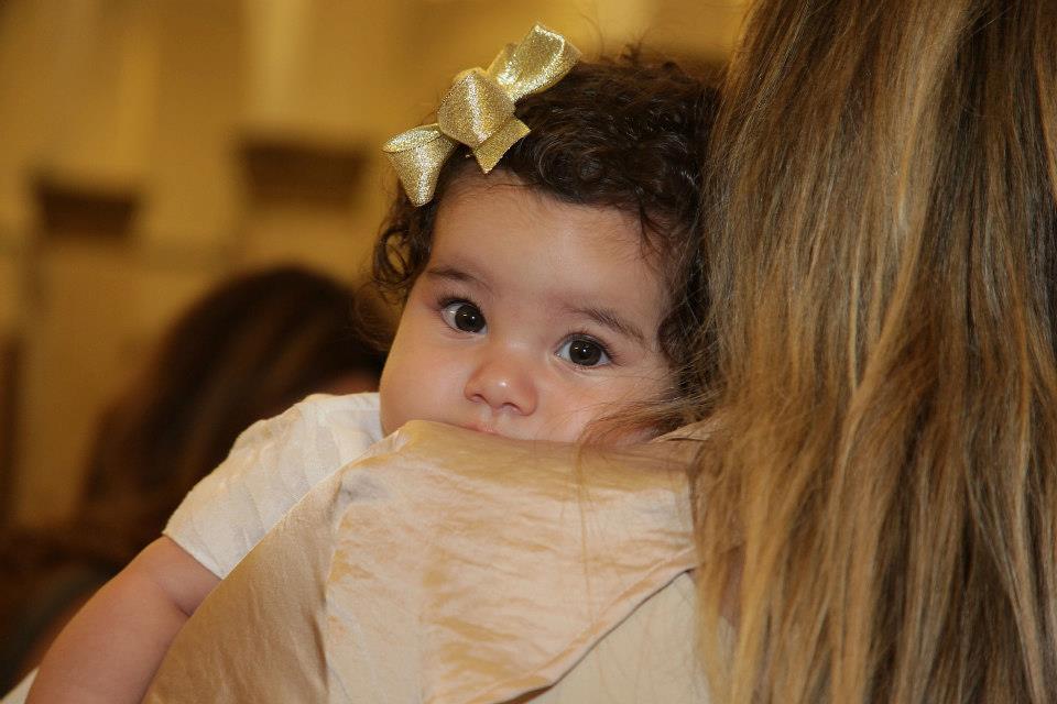 Clara, aos 4 meses em seu batizado.