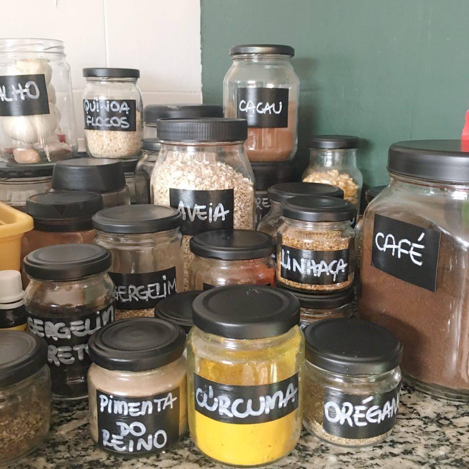 DIY: organizando os temperos, cereais e afins