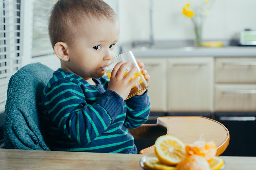 Quando devemos oferecer sucos para bebês e crianças?